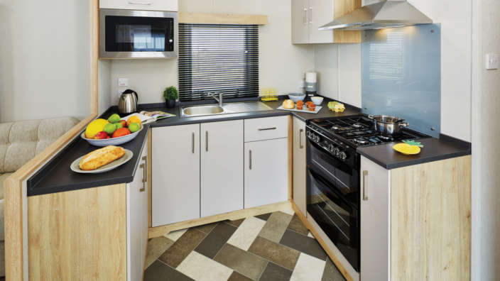 Fully-fitted-kitchen-in-Oakdene-Forest-Parks-Statement-caravans