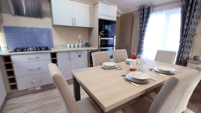 Sublime caravan at Swanage dining area