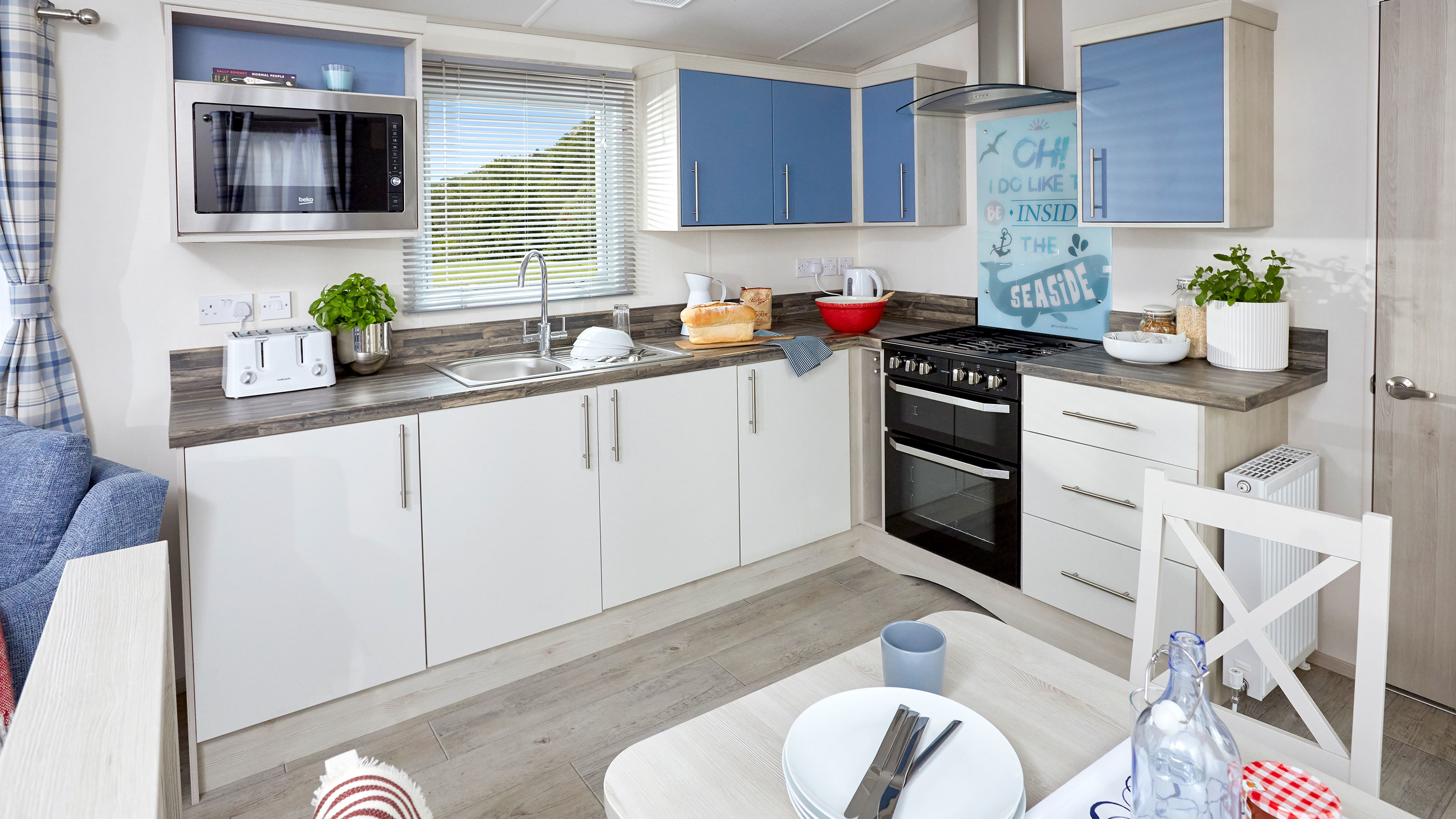 Seaside-Caravans-with-Shorefield-Holidays-kitchen-and-dining-area