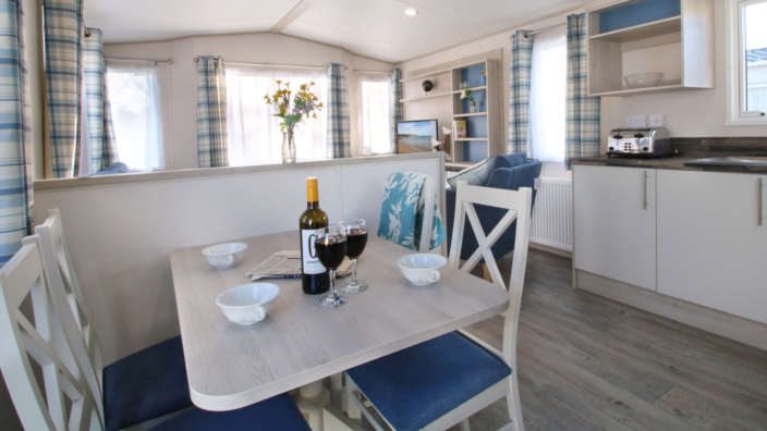 Spacious-dining-area-in-the-Seaside-accommodation