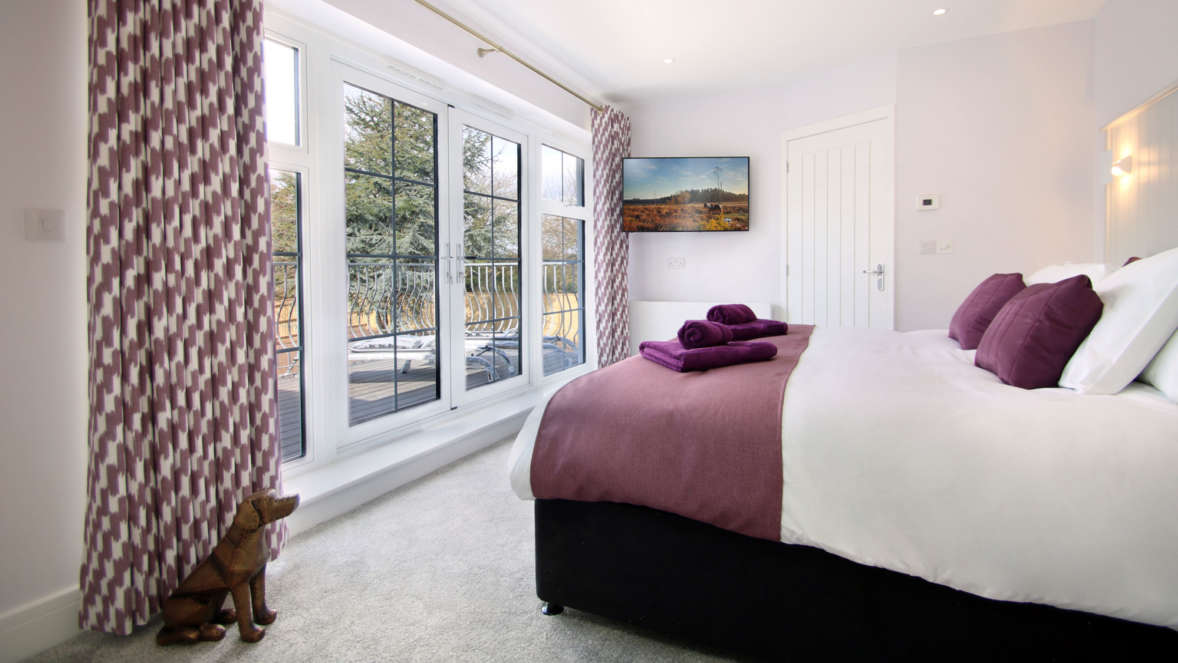 6 Bedrooms With Access To The Balcony