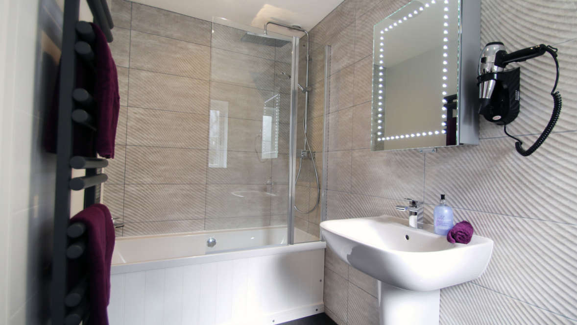 8 Stunning Moderns Bathrooms With Fitted Hairdryers