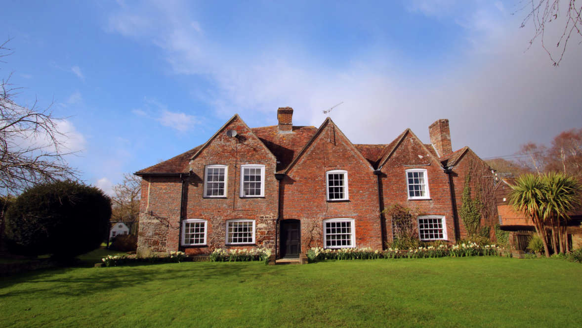 Tudor-Rose-House-accommodation-in-Dorset-Grade-II-listed-building