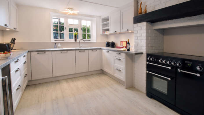 Tudor-Rose-House-spacious-fully-fitted-kitchen