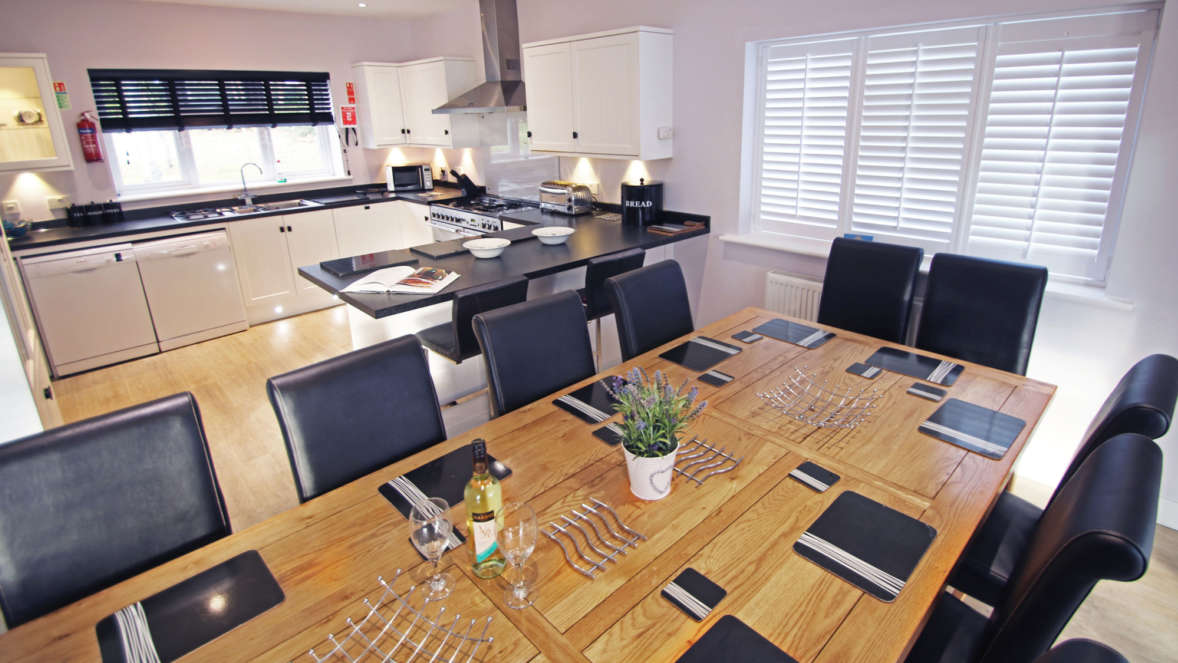 4  Space For The Whole Family At The Extra Large Dining Table