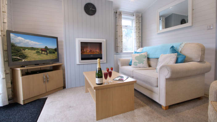 Shorefield-country-park-1-bedroom-select-lodge-lounge