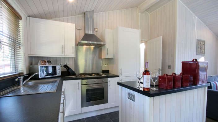 3 Stunning Modern Kitchen With A Range Of Mod Cons