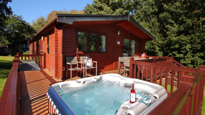 1 Exterior Superior Hot Tub Lodge