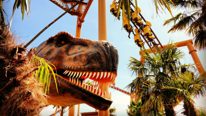 T-rex-next-to-rollercoaster-at-Paultons-Park