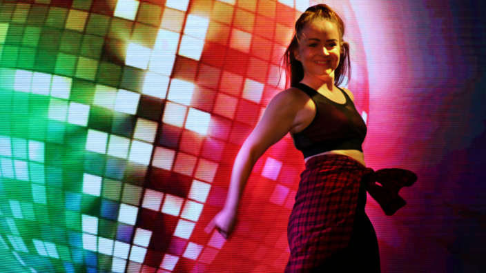 Dancer-performing-on-stage-at-Shorefield-Holidays