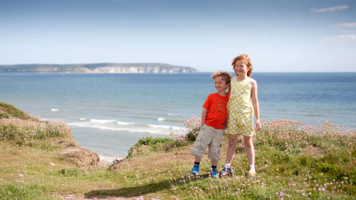 2 Two Young Children At The Clifftop Of Milford On Sea