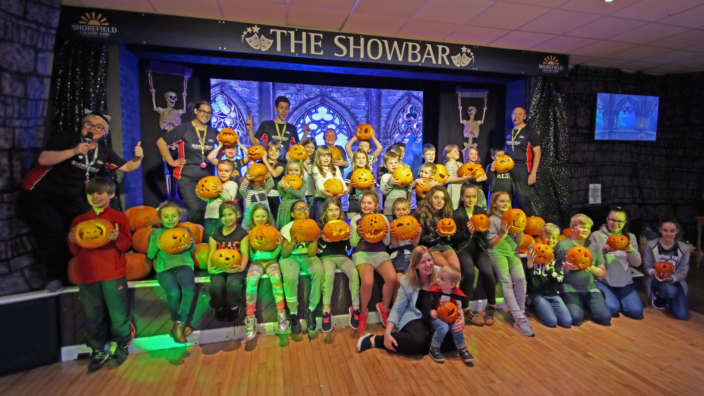 Pumpkin-carving-with-Shorefield-Holidays