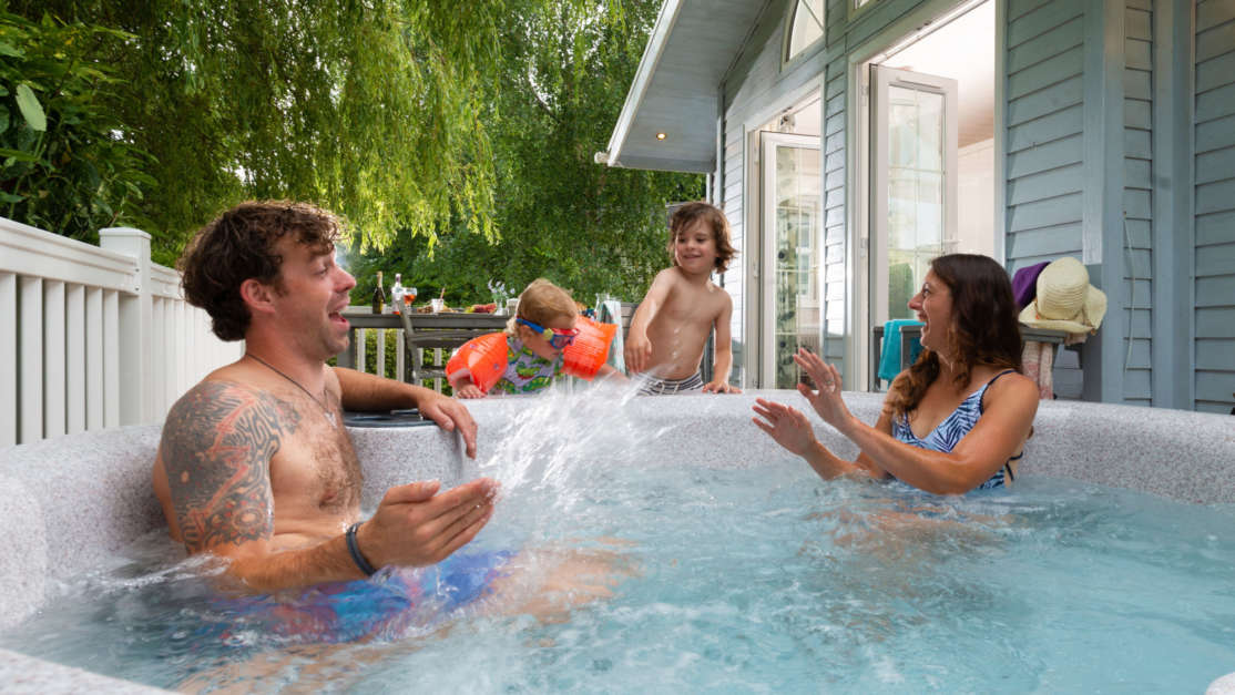 Family-splashing-mum-in-hot-tub