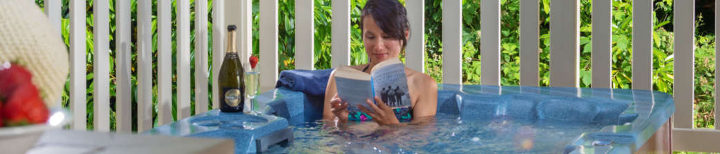 Woman-relaxing-reading-book-in-hot-tub