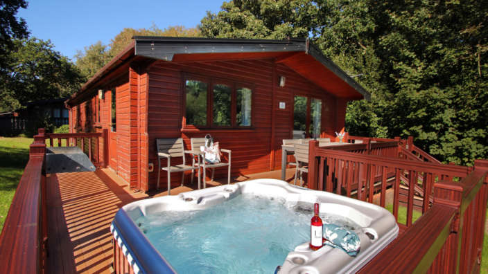 8 Wooden Hot Tub Lodge New Forest