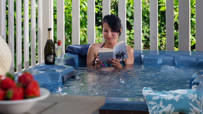 Woman-reading-in-hot-tub