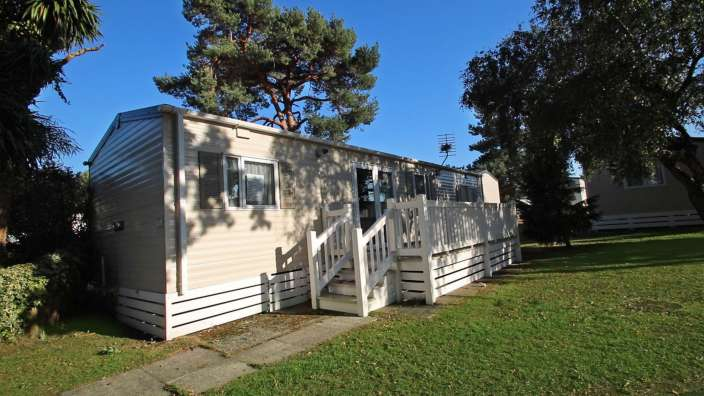 4 Caravan In Woodland Setting