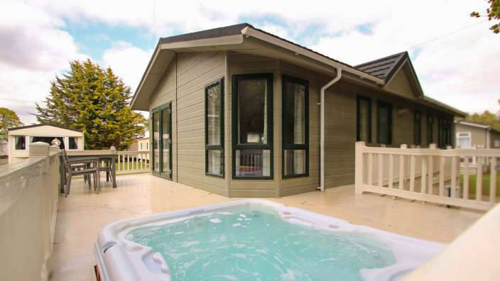 7 Lodge Exterior Hot Tub Decking