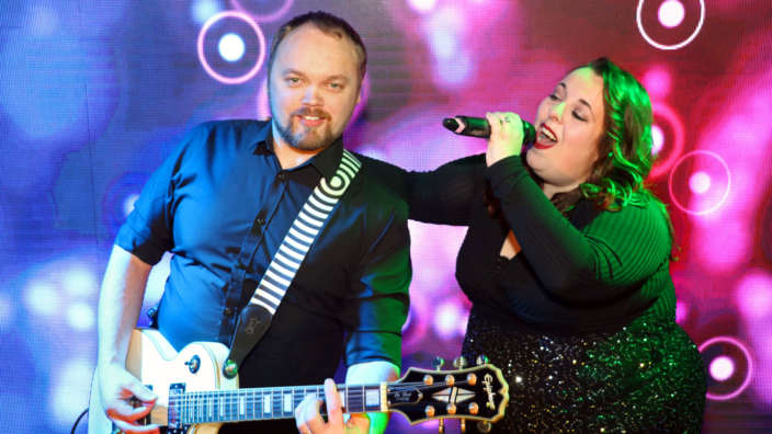 Rock-2-Ward-performed-by-Shorefield-Holidays-very-own-entertainers