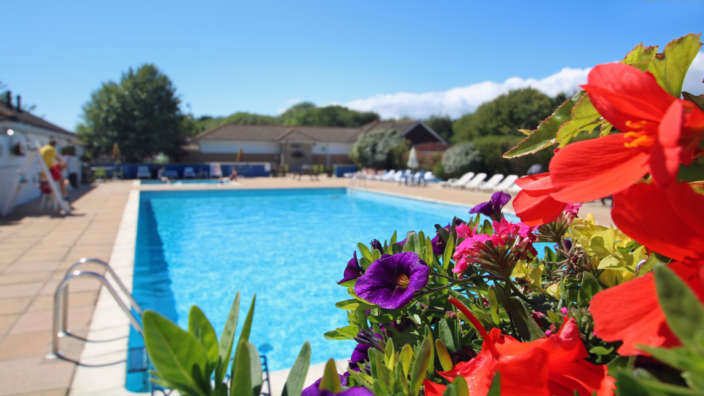 Outdoor-swimming-pool-Shorefield-Country-Park-Milford-on-Sea