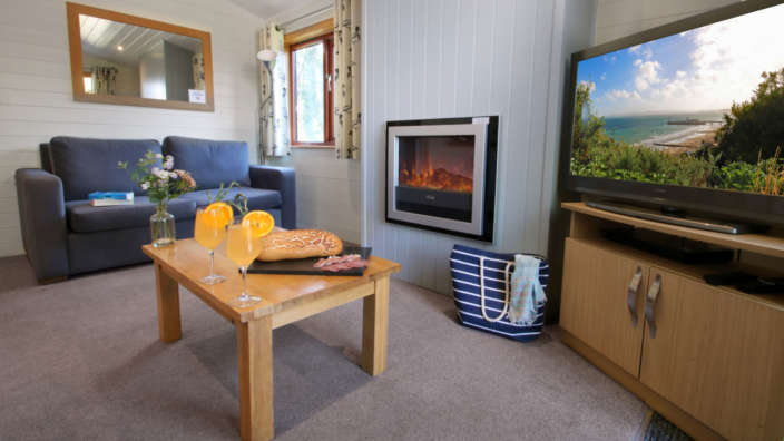 Oakdene-superior-hot-tub-lodge-interior-lounge