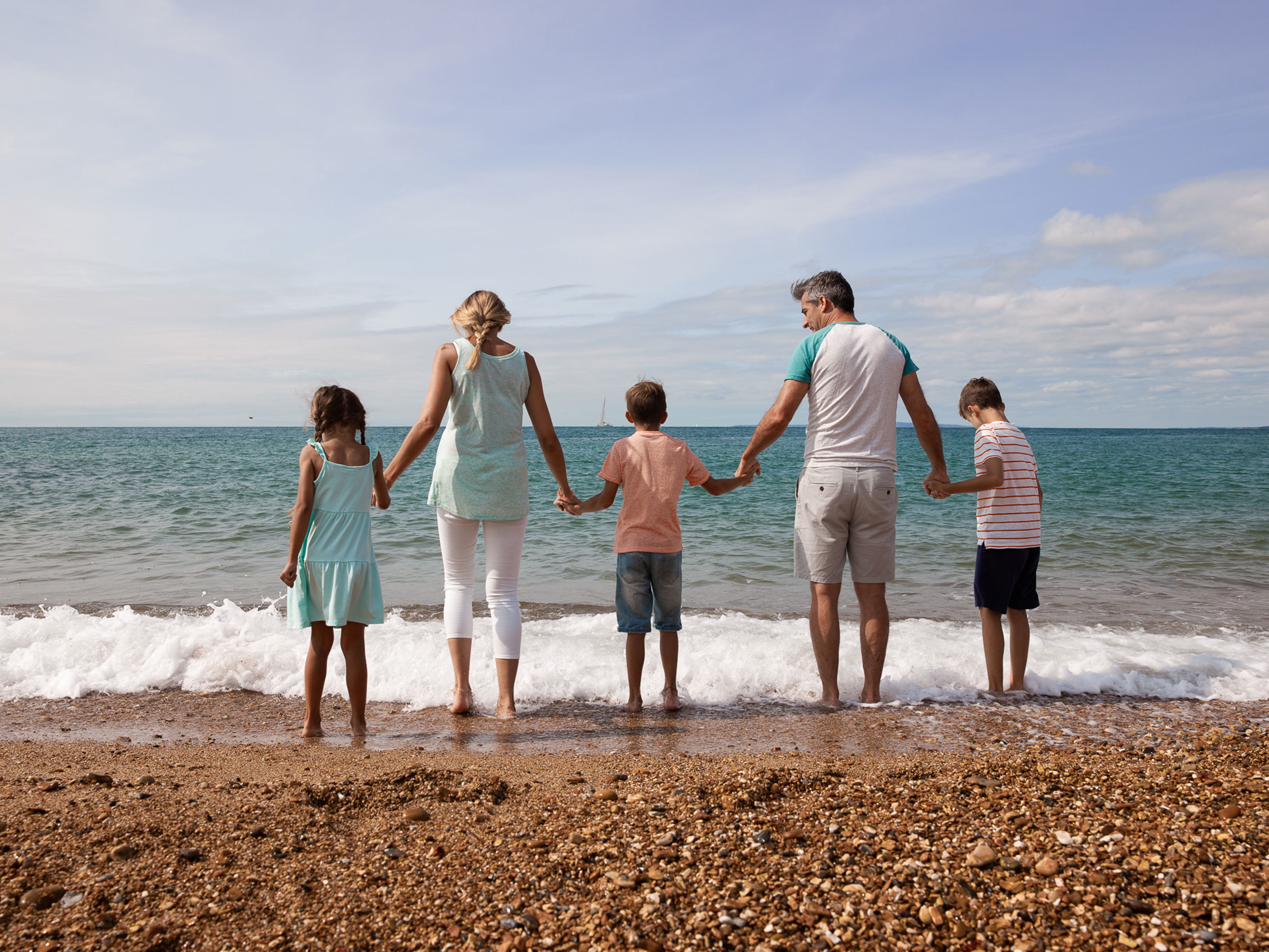 Family-paddling-at-Milford-on-Sea-beach