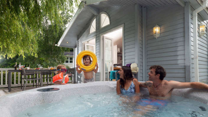 Family in hot tub Dorset lodge holidays