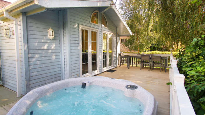 Review content hot tub lodge