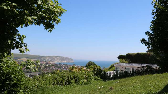 8 Stunning Views Across Swanage Bay From The Park