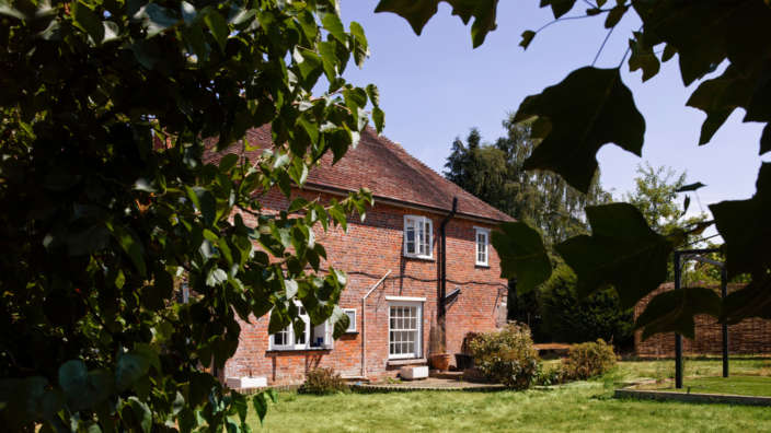 Tudor Rose House with private garden
