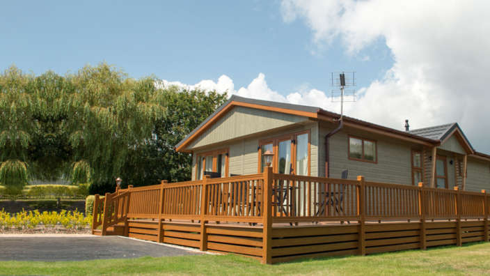 Luxury Lodge Holiday Home Shorefield Summer Exterior