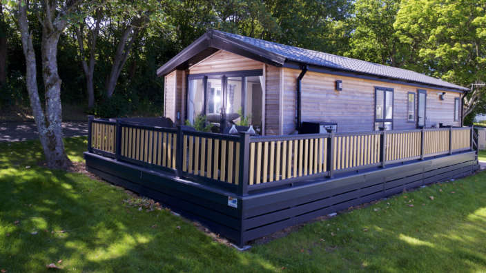 Lodge-woodland-plot-decking
