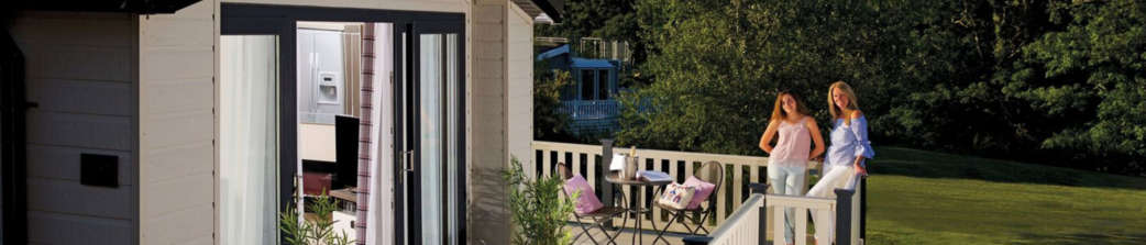 Hampshire holiday home with private decking 4628x1024